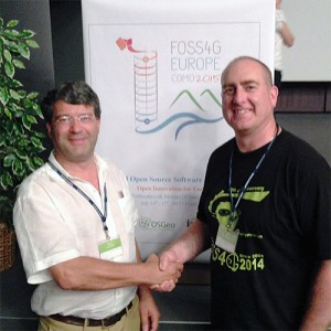 Georg Gartner and Jeff McKenna shake hands to renew the ICA-OSGeo MoU